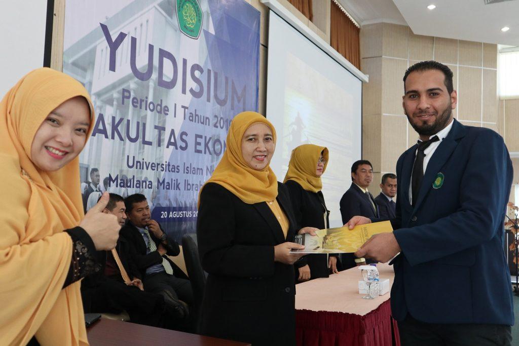 Yudisium Periode I 2019: FE Luluskan Tiga Mahasiswa Asing